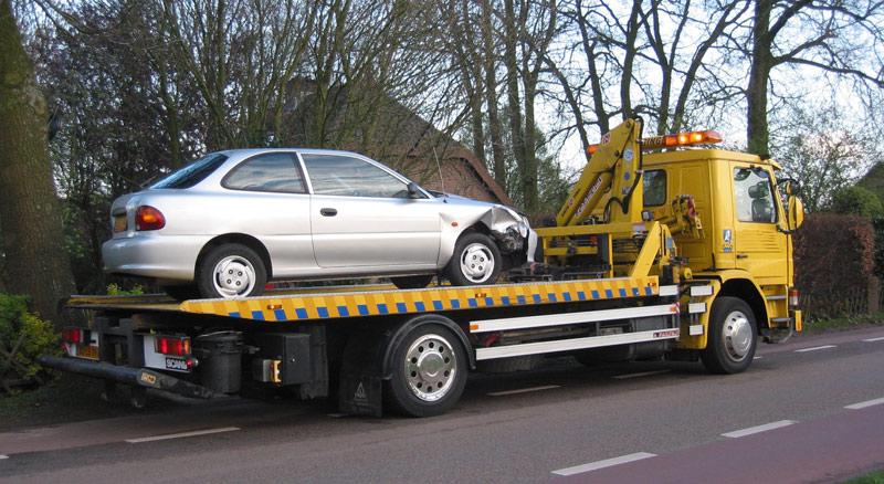 транспортиране на увреден автомобил